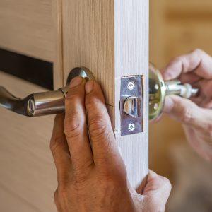 Fixing a door knob and door handle in Michigan